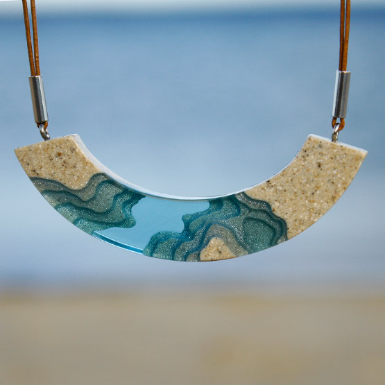 Lagoon Curved Beach Necklace