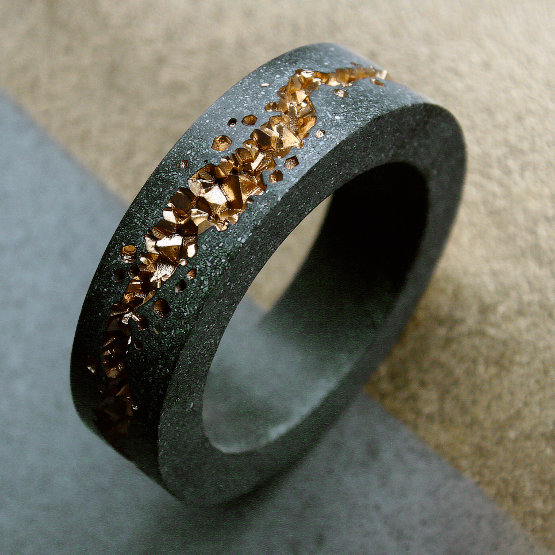 Mintabie gold statement bangle