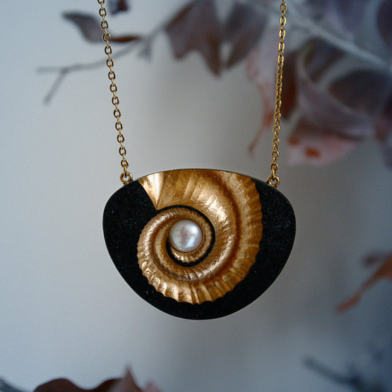 Nautilus pearl statement necklace